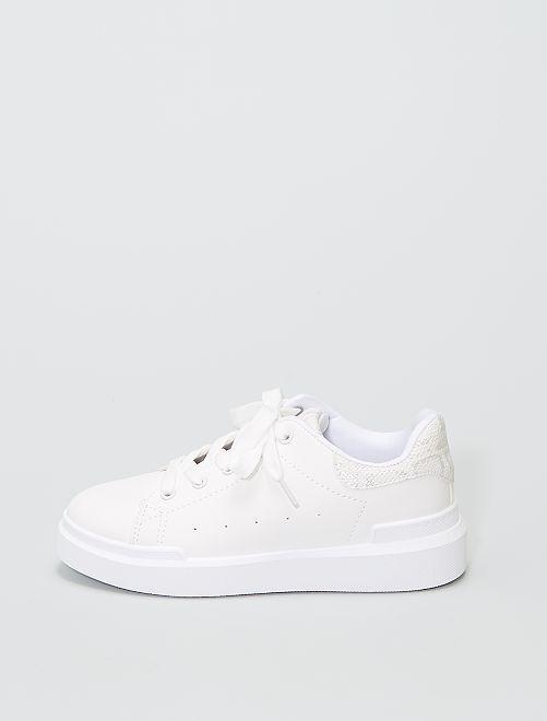 Baskets basses à empiècement                             blanc