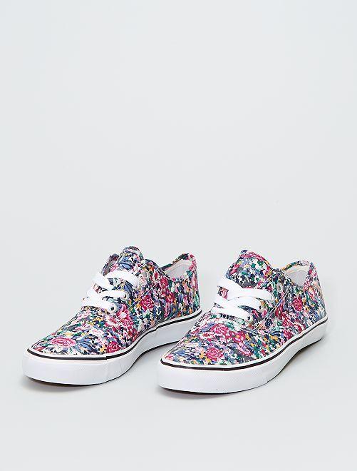 Baskets basses en toile fleurie                             fleurs