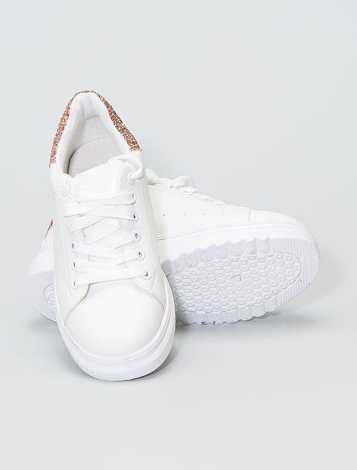 Baskets blanches avec paillettes                     cuivre