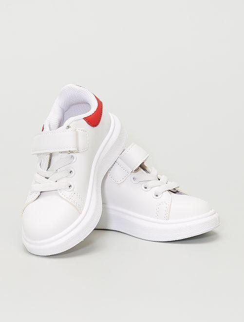 Baskets en simili                             blanc / rouge