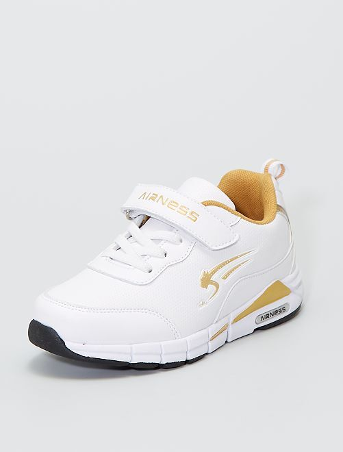Baskets mode 'Airness' avec détails dorés                             blanc