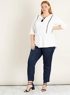 Top, blouse blanc - Blouse maille effet gaufré et pompon - Kiabi