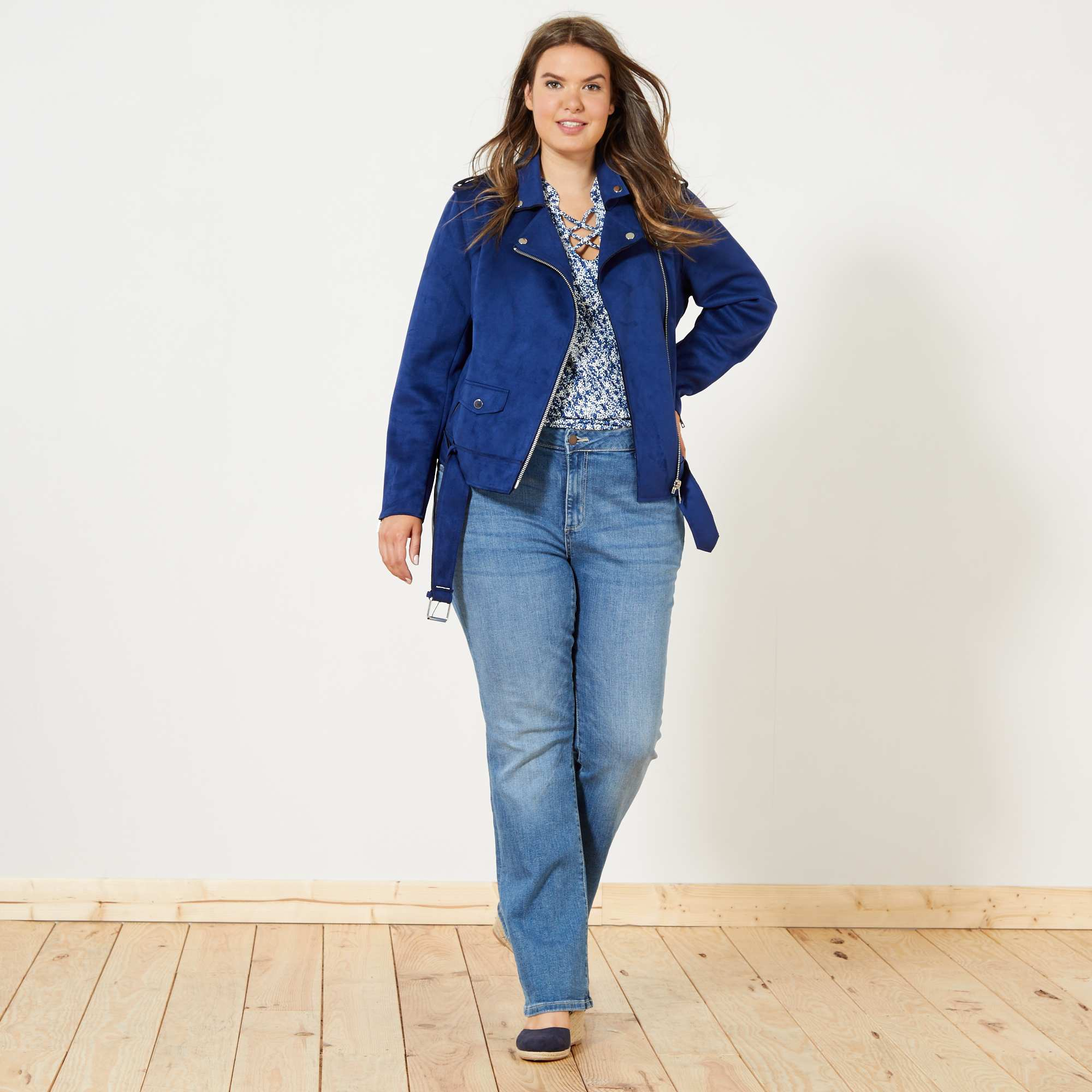 Couleur : kaki, jaune, bleu,, - Taille : 48, 56, 54,52,50On adore son association à des robes longues bohème pour un look tendance ! - Blouson