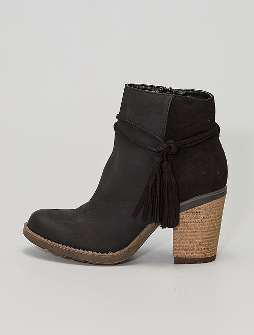 Boots à talons effet bois et pompons                             noir