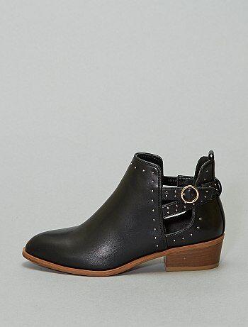 Boots ajourées à clous