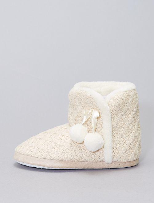 Boots chaussons en tricot fourrées                                         beige