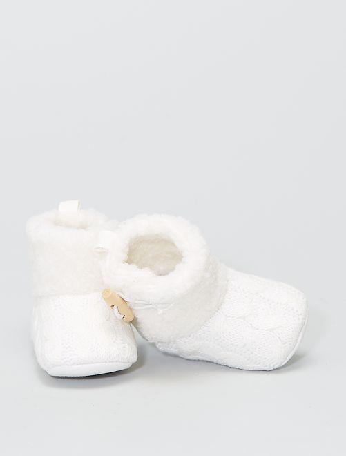 Boots chaussons en tricot fourrées                             blanc