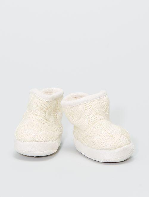 Boots chaussons en tricot fourrées                                         écru