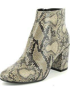 Boots, bottines - Boots en simili effet 'peau de serpent'