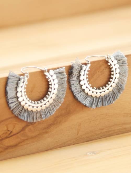 Boucles d'oreilles créoles à pompons                                         gris