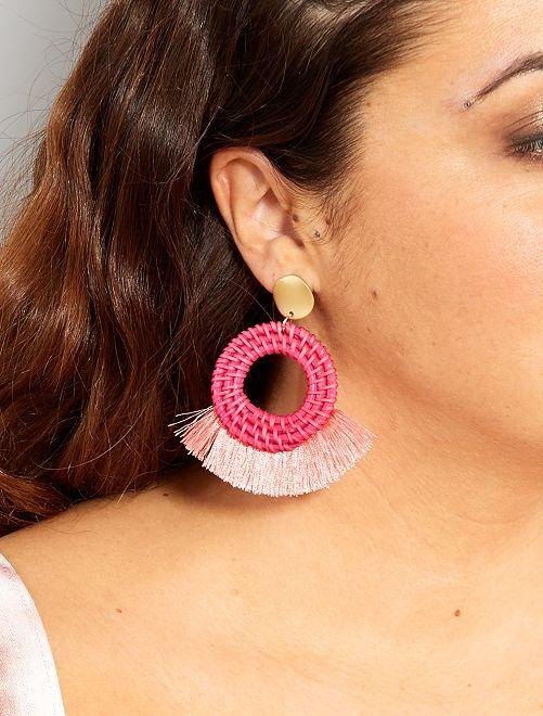 Boucles d'oreilles en osier et pompons                                         rose