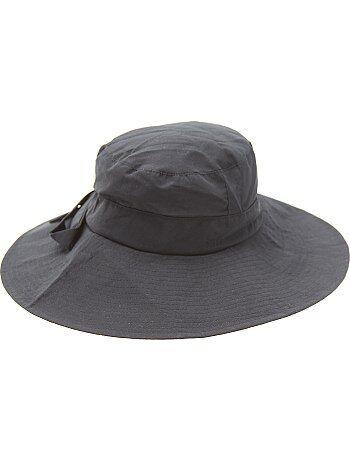 Chapeau avec noeud