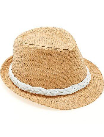 Chapeau panama bord court