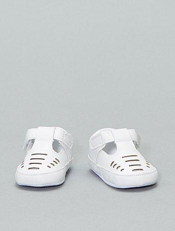 3b5d7c7867fa9 Chaussures et chaussons pour bébé Vêtements bébé