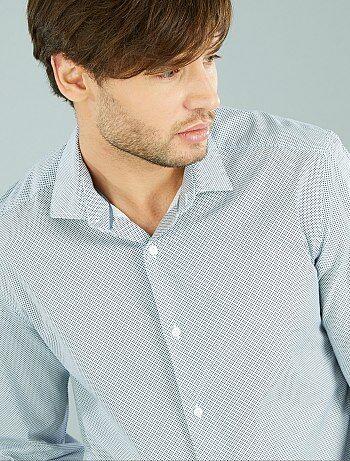 Coupe droite et belle popeline de coton : vous pouvez compter sur cette chemise pour vos tenues de tous les jours. Avec son petit prix, vous pouvez même en choisir en plusieurs coloris ! - Chemise en popeline de coton - Coupe droite / regular fit - Col po