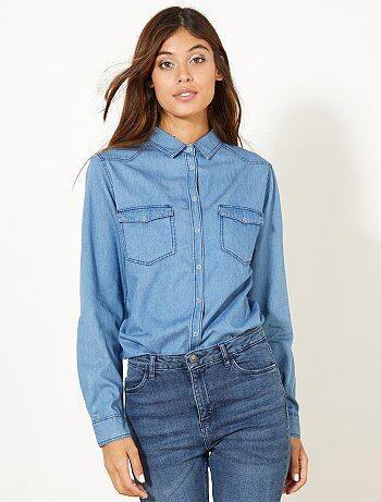C'est LA chemise à avoir dans sa garde robe, un indémodable qui va avec tout pour un look casual - Chemise en jean - Pur coton - Manches longues 1 bouton pression - Col chemise pointe libre - Ouverture devant par pressions - 2 poches poitrine à rabat avec