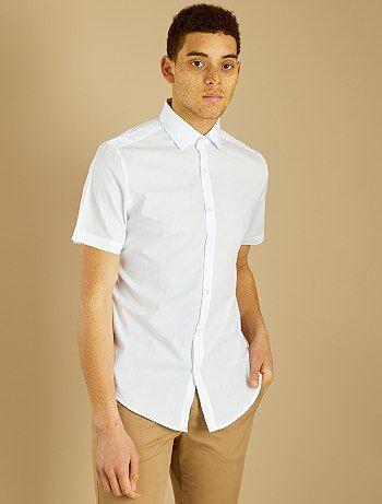 Un look impeccable et à petit prix ! - Chemise en polyester et coton - Regular fit / coupe droite - Manches courtes - Col à pointes libres - Ouverture boutonnée - Plis d'aisance au dos - Base arrondie - Longueur : 80 cm - Notre mannequin porte une taille