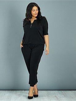Combinaison, salopette - Combinaison pantalon encolure zippée à strass