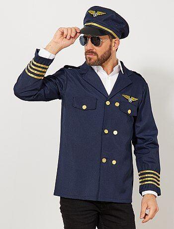 Les dames craqueront les premières pour vous grâce au costume de pilote de l'air, à la fois classe et élégant. Vous les amènerez toujours à bon port. Le set comprend une veste et une casquette. Livré avec une housse de rangement.