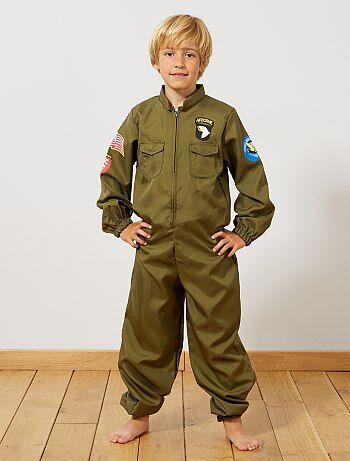 Product Prêt pour le décollage !   - Déguisement d'aviateur  - Comprenant 1 combinaison zippée  - Avec print écussons  - Bas de manches et de jambes élastiqués  - Poches plaquées à l'avantHabillement Déguisements / Enfant / Déguisement enfant / Autres  Standard  KIABI