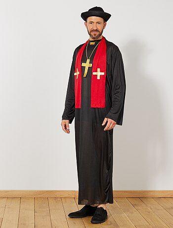 Prêchez la bonne parole avec ce déguisement de curé. Le set comprend une robe, un chapeau, un collier avec une croix et une écharpe. Livré avec une housse de rangement.