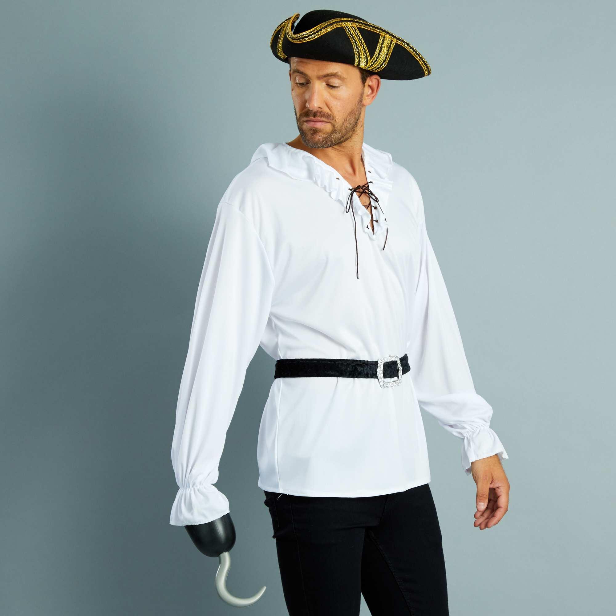 Couleur : blanc/noir, , ,, - Taille : M/L, , ,,Pas de déguisement de pirate sans la fameuse chemise à jabot ceinturée ! -