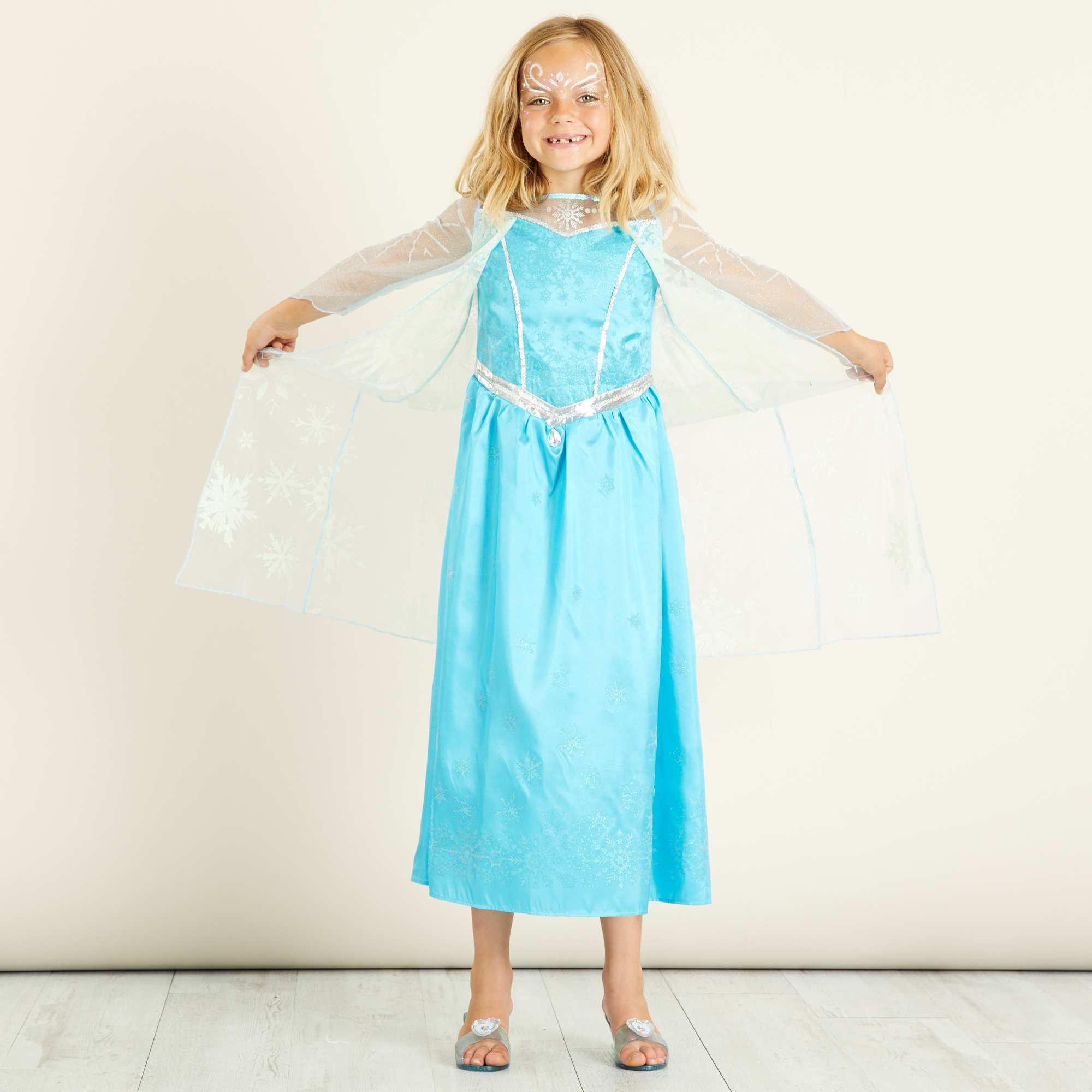 Couleur : bleu, , ,, - Taille : 7/8A, 5/6A, 3/4A,,Une robe 'Reine des Neiges' travaillée dans le détail : cape à paillettes intégrée,