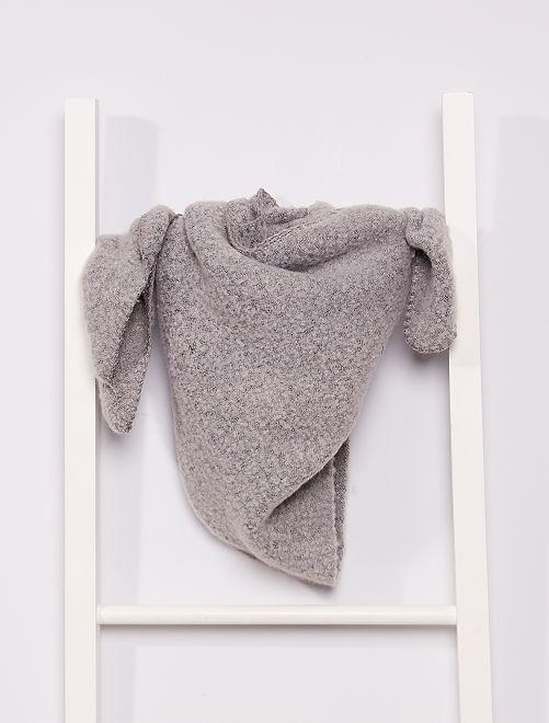 Écharpe triangle en tricot doux                                 gris clair