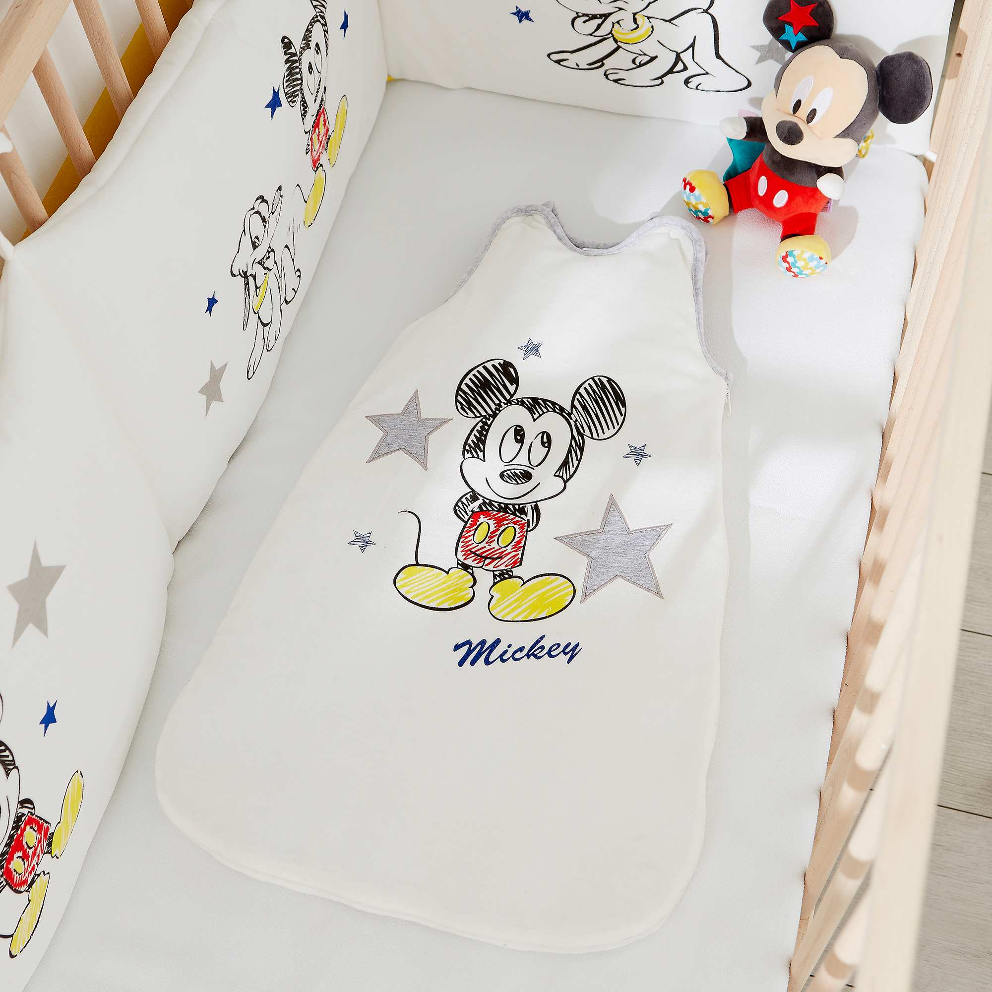 gigoteuse en velours 39 disney 39 b b gar on mickey kiabi. Black Bedroom Furniture Sets. Home Design Ideas