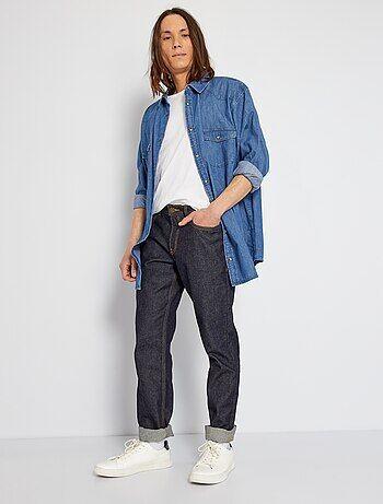 Un bon basique qu'on adore, le jean brut est un intemporel ! - Jean pur coton - Regular fit / coupe droite - Passants ceinture - Ouverture boutonnée + patte zippée - Surpiqûres contrastées - 2 poches plaquées devant + 1 poche ticket - 2 poches plaquées au