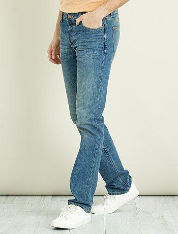 Pour vous Messieurs qui êtes un peu plus grands que la moyenne, Kiabi a créé une ligne de vêtements spécialement adaptée à votre morphologie. Le jean regular en coton est LE classique incontournable du dressing casual masculin. - Jean pur coton - Regular