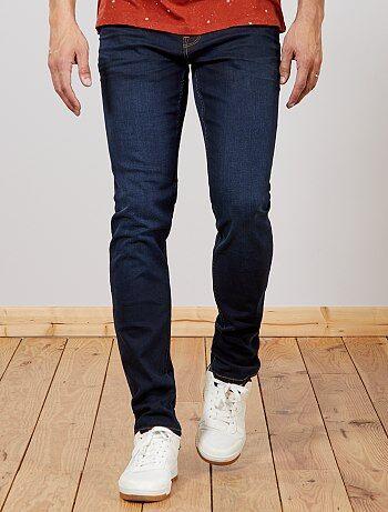 Pour vous Messieurs qui êtes un peu plus grands que la moyenne, Kiabi a créé une ligne de vêtements spécialement adaptée à votre morphologie. Style et confort assurés avec le jean slim en coton stretch. Un must-have du dressing ! - Jean en coton stretch -