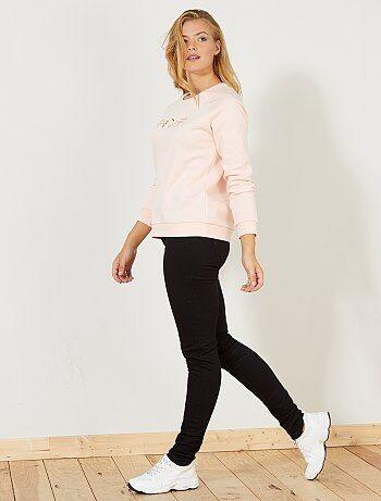 Incontournable jean slim taille haute ! - Jean slim taille haute longueur US34 (pour les personnes entre 1m76 et 1m80) - Ouverture zippée + bouton - Passant pour ceinture - 2 poches cavalières à l'avant + 1 poche ticket - 2 poches plaquées à l'arrière - S