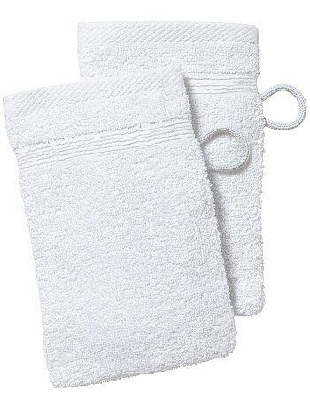 lot de 2 gants de toilette linge de lit blanc kiabi 2 00. Black Bedroom Furniture Sets. Home Design Ideas