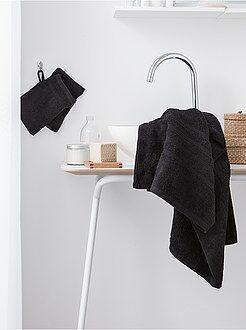 soldes serviettes et gants de toilette maison linge de maison kiabi. Black Bedroom Furniture Sets. Home Design Ideas
