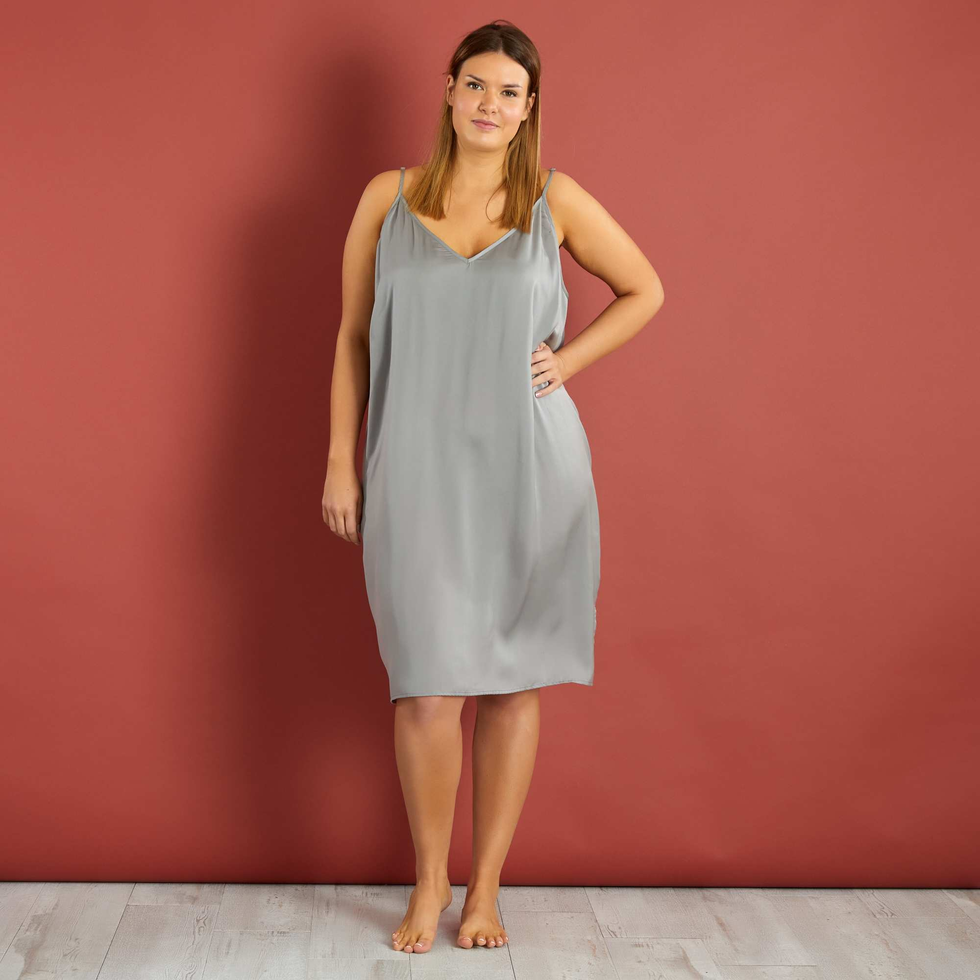 nuisette l g re d collet e devant et dos grande taille femme gris souris kiabi 24 00. Black Bedroom Furniture Sets. Home Design Ideas