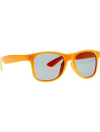 Paire de lunettes carrées