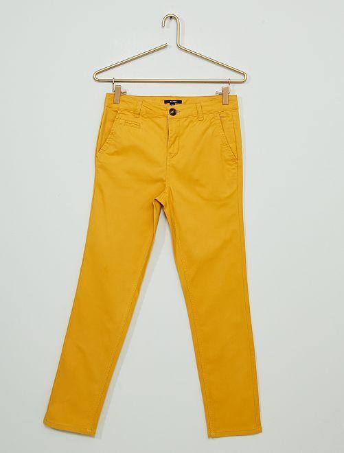 Pantalon chino en twill                                                     jaune moutarde