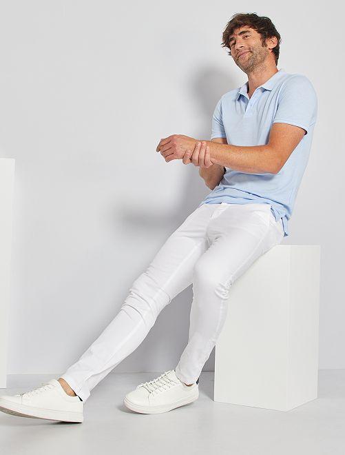 Pantalon chino skinny + ceinture                                         blanc