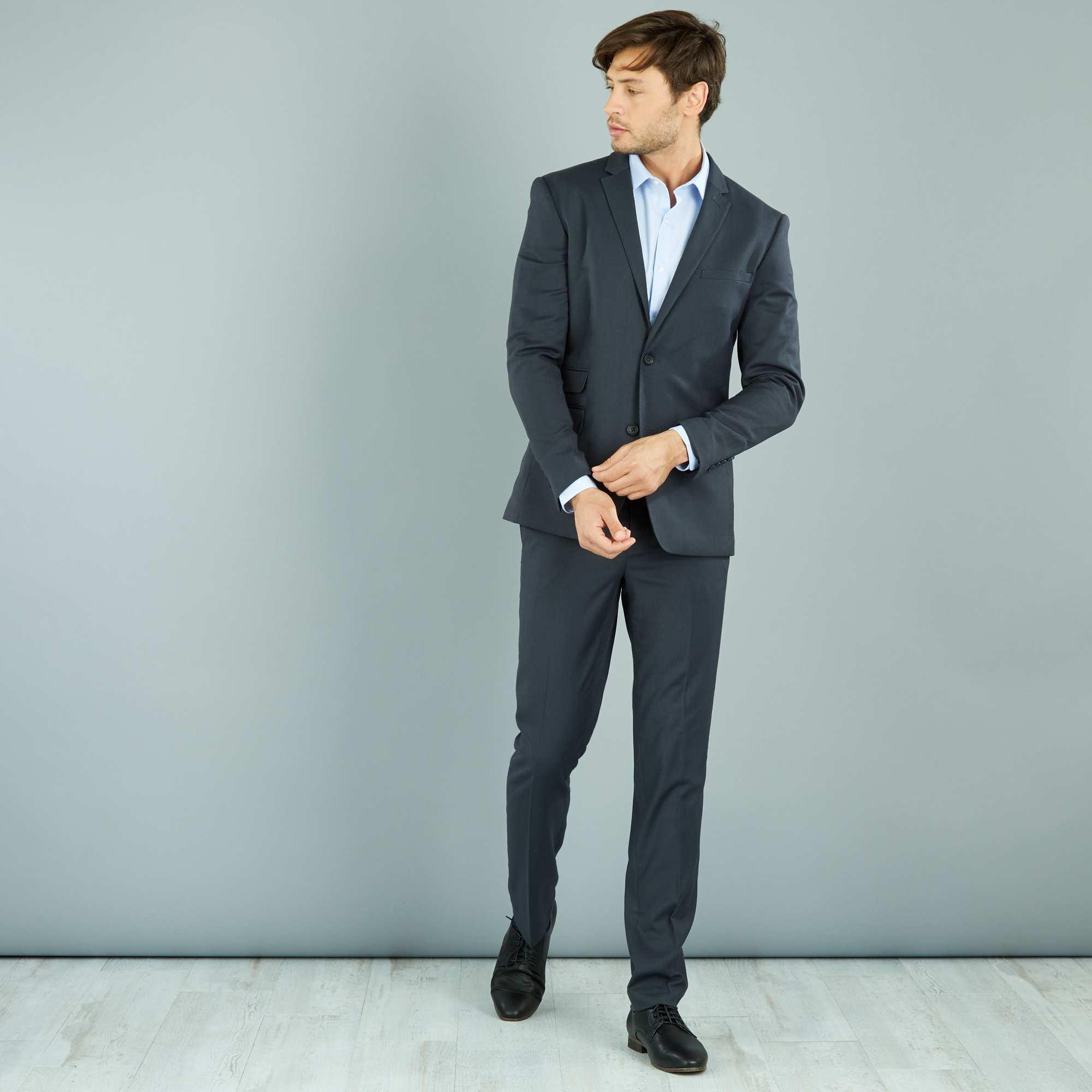 Couleur : gris, , ,, - Taille : 42, 40, 38,,Un tissu fluide et finement reliéfé façon 'caviar' pour ce pantalon de costume chic et