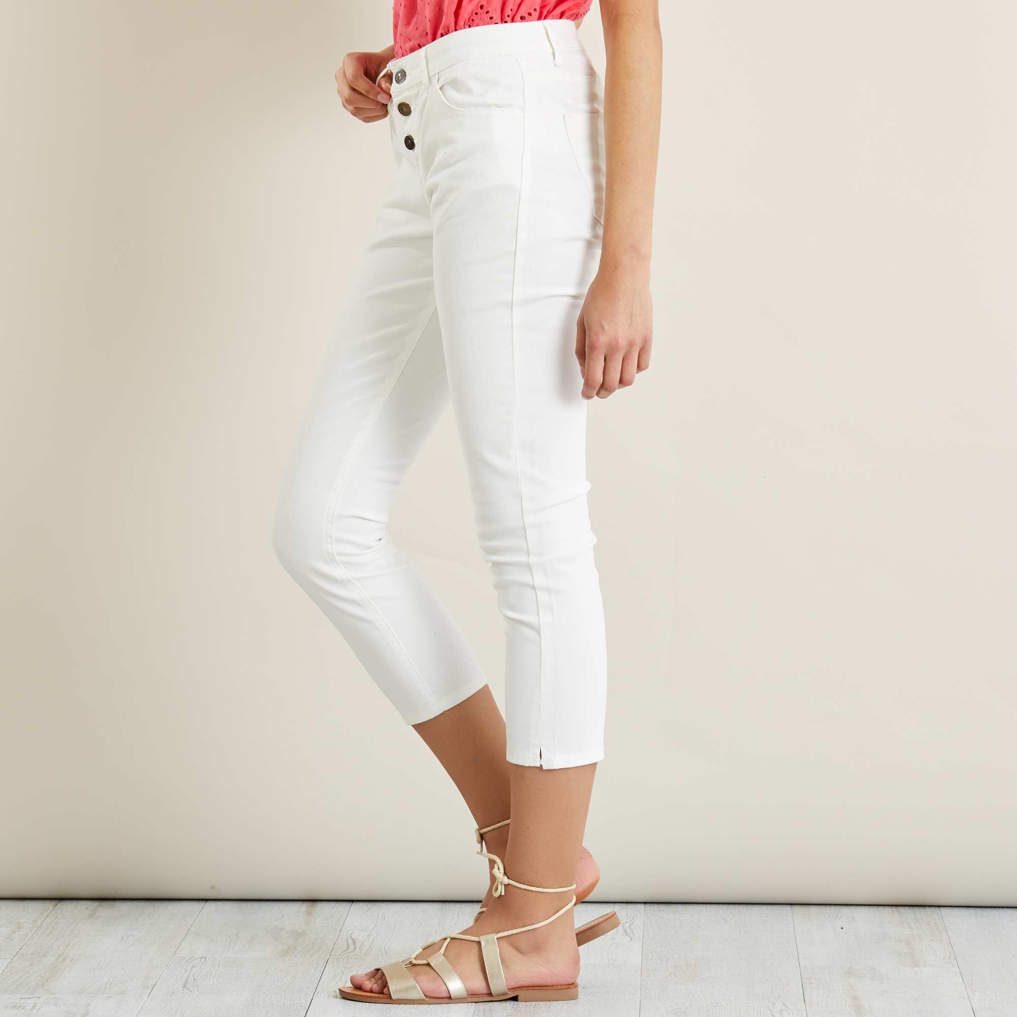 Couleur : gris bleu, blanc, rose,, - Taille : 40, 38, 36,42,44Le pantalon qui met en valeur vos chaussures et vos chevilles ! - Pantalon en coton