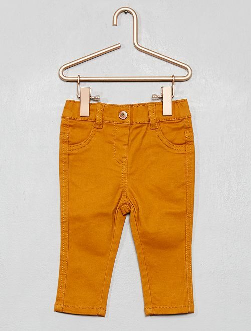 Pantalon slim en twill stretch                                         jaune moutarde