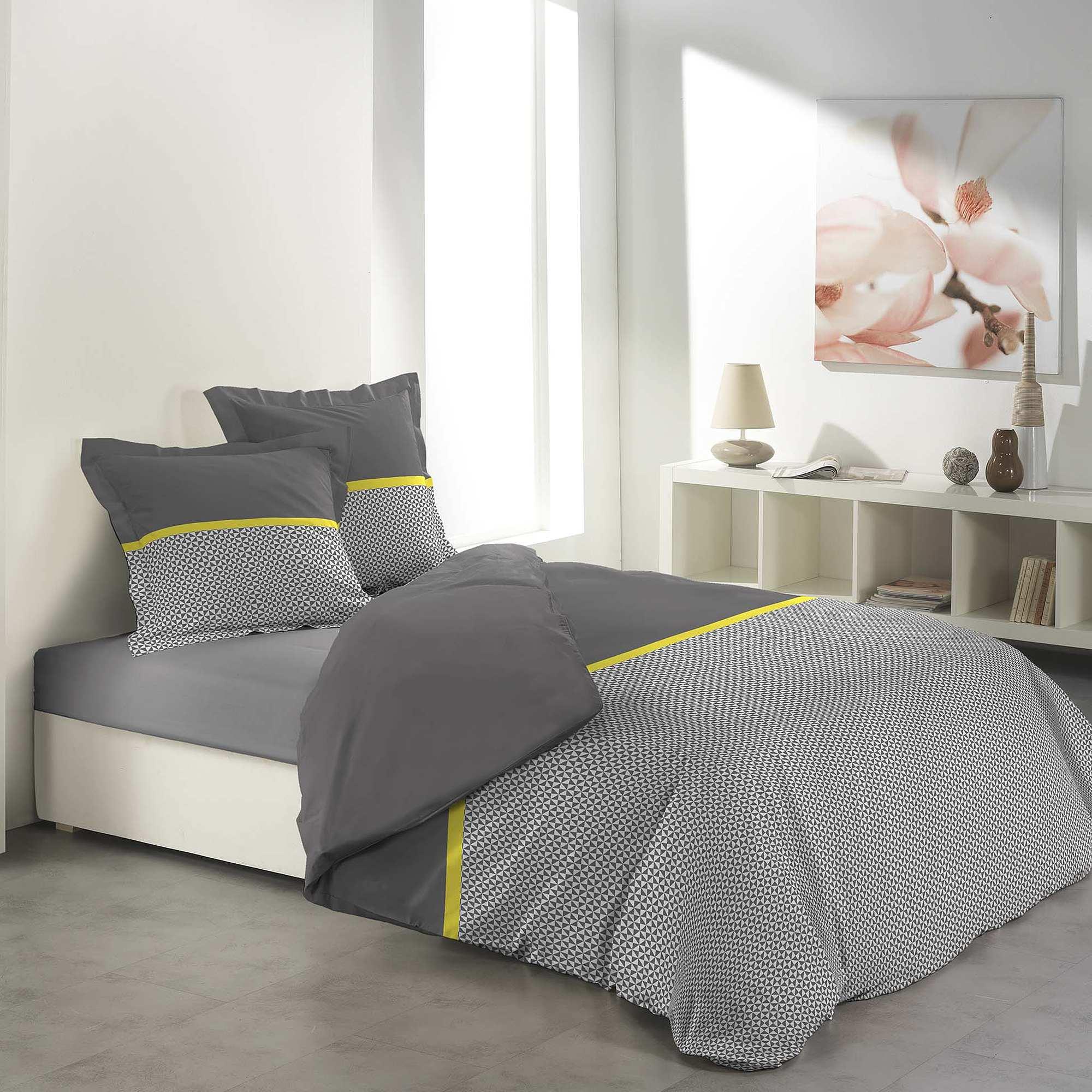 parure de lit 2 personnes imprim graphique linge de lit gris blanc jaune kiabi 30 00. Black Bedroom Furniture Sets. Home Design Ideas