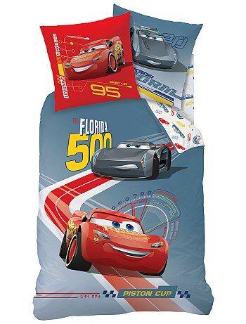 parure de lit 39 cars 39 linge de lit gris rouge kiabi 30 00. Black Bedroom Furniture Sets. Home Design Ideas