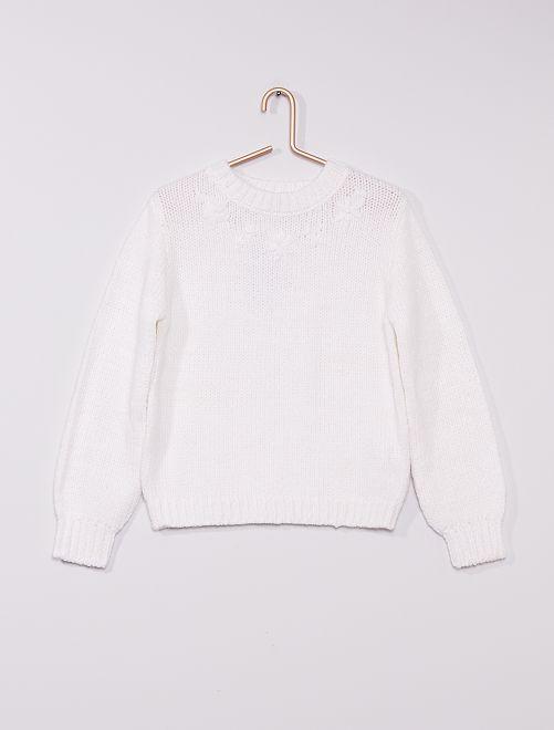 Pull en maille tricot avec fleurs bordées                                         blanc