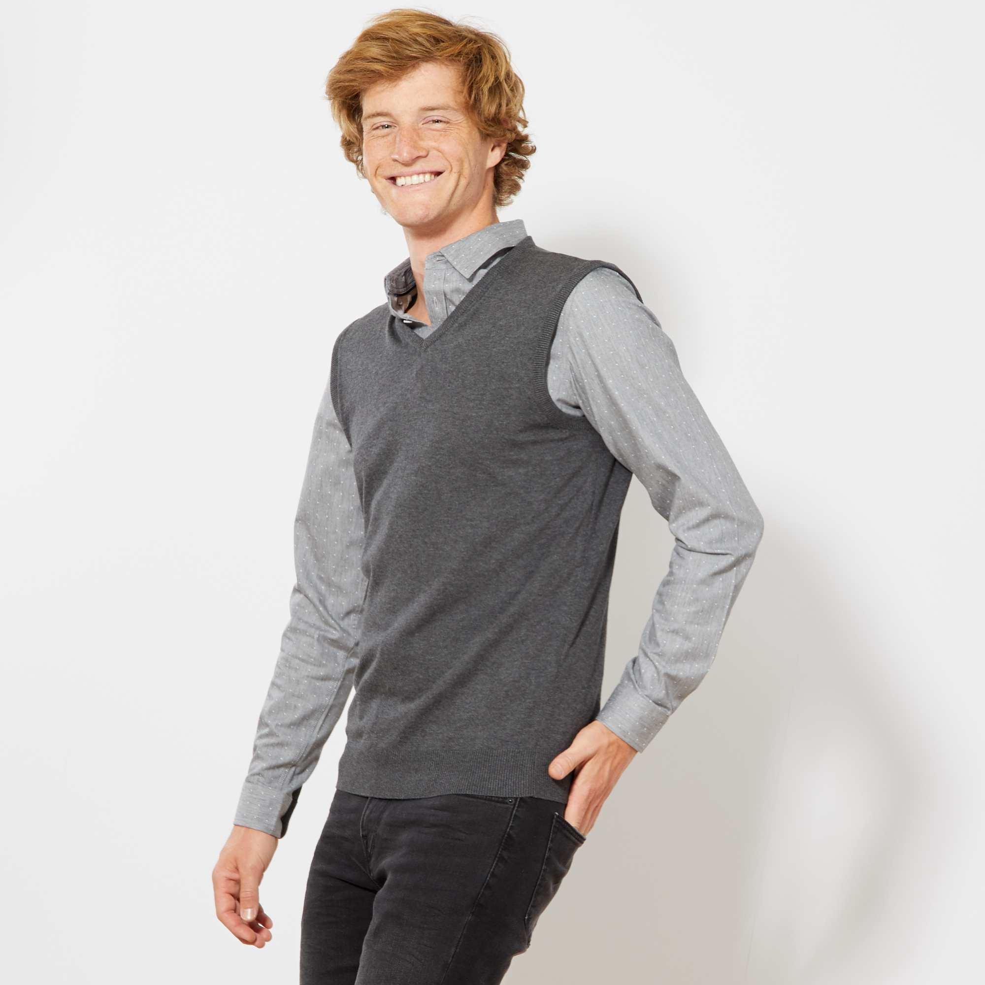 Couleur : gris chiné, noir, ,, - Taille : L, M, XL,S,XXLUn basique essentiel en fine maille, à porter avec votre plus belle chemise. - Pull