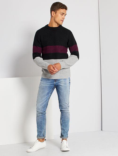 Pull style color block                             noir/violet/gris