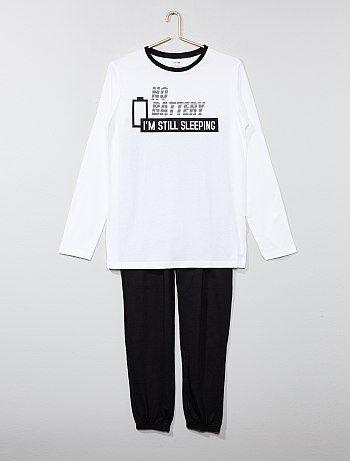 Product Toute la douceur du coton pour passer des nuits douce tout en confort !  - Ensemble pyjama long pur coton  - Tee-shirt en maille jersey  - Imprimé devant  - Manches longues, col rond  - Bord-côtelé contrastant au col  - Pantalon en maille jersey uni  - Taille élastiquéeHabillement Garçon / Garçon 10-18 ans / Pyjama, peignoir / Pyjama long  Standard  KIABI