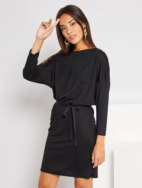 Robe courte cintrée                             noir