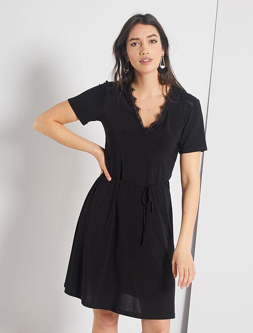 Robe courte noire décolleté dentelle                             noir